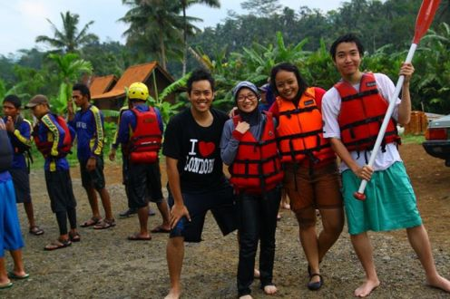 rafting challenge accepted! afterparty pose with Andre, Ernez and Enrico! Teman-teman paling kece di tiap berpetualang :D